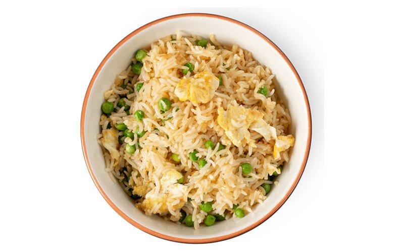 Рис с яйцом и зелёным горошком