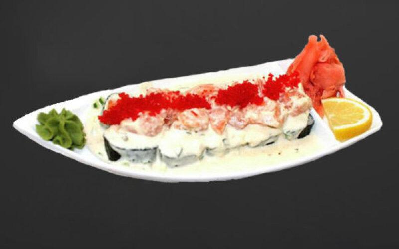 Ролл с лососем в сливочном соусе