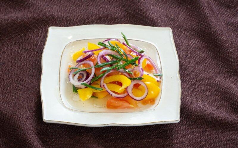 Салат из помидоров со сладким перцем