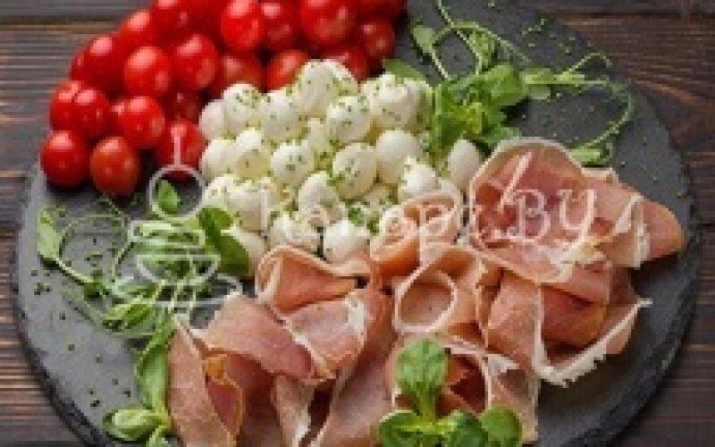 Пармская ветчина и сыр «Моцарелла»