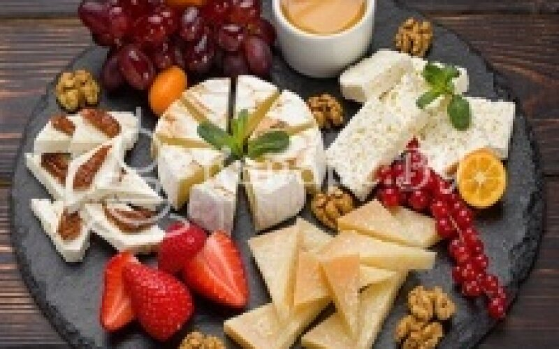 Сыры и фрукты