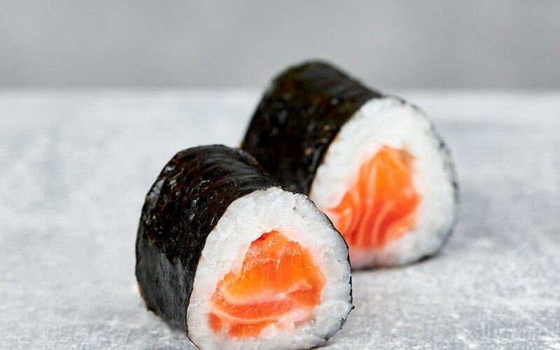 Мини-ролл с лососем