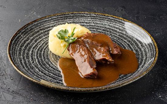Щёчки говяжьи с соусом «Демиглас»