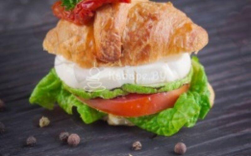 Сэндвич-Круассан «Капрезе»