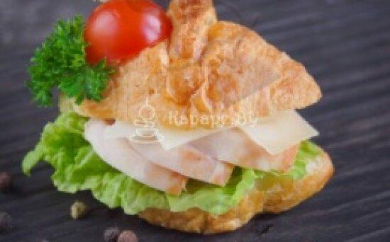 Сэндвич-Круассан «Цезарь»