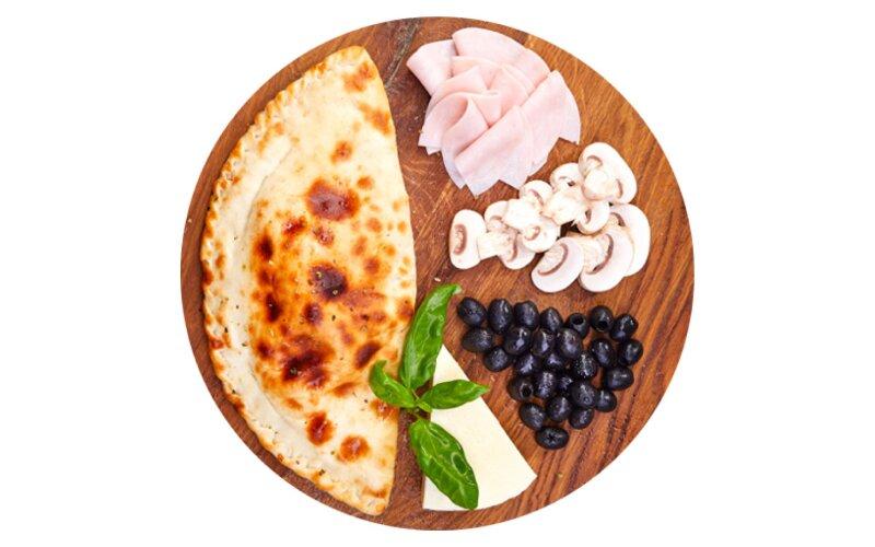 Пицца «Кальцоне» с ветчиной и грибами