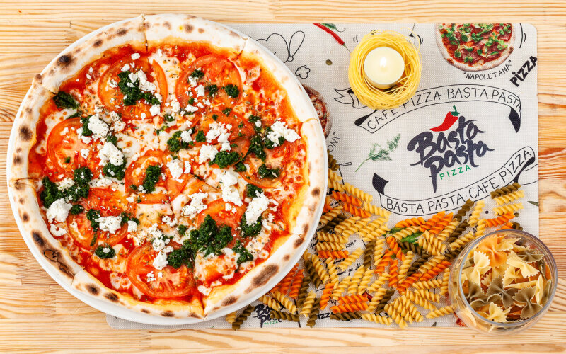 Пицца со шпинатом и сыром «Фета»