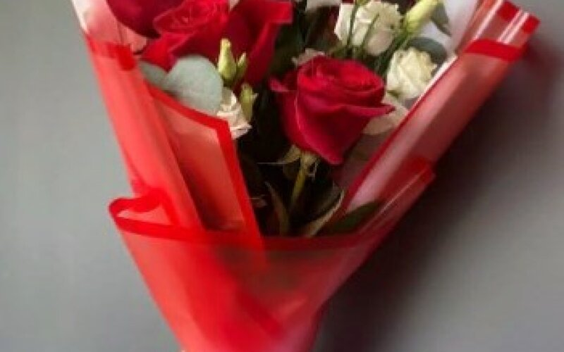 Букет «Люблю» с розами