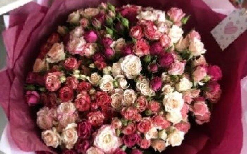 Букет кустовых роз «Малина»