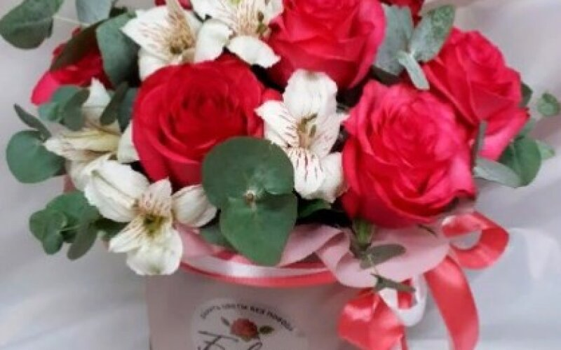 Сборная шляпная коробка с розами
