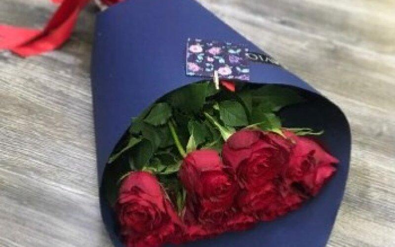 Букет из 11 роз «Ред Наоми»