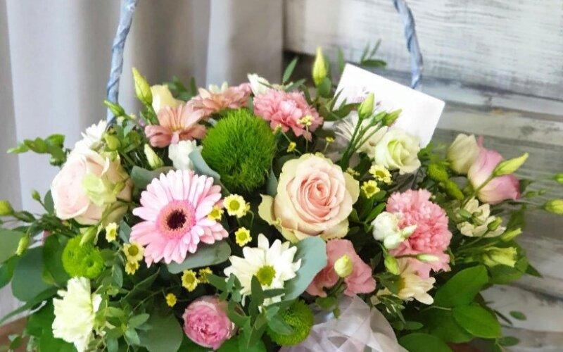 Корзина цветов «Крем-брюле»