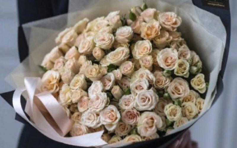 Букет LOVE Crem из кустовых роз