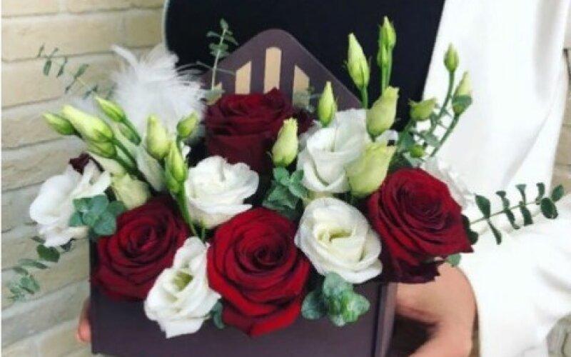Конверт «Бордо» С красными розами