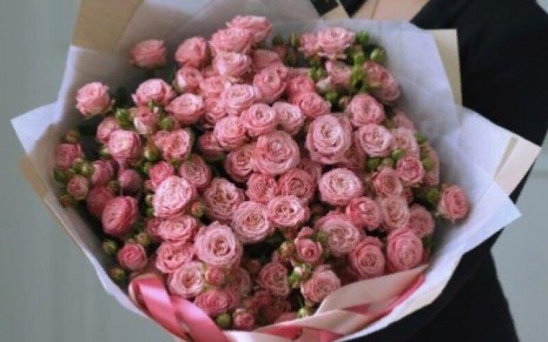 Букет LOVE Pink из кустовых роз