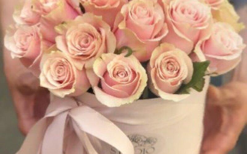 Нежная коробка из 21 розы