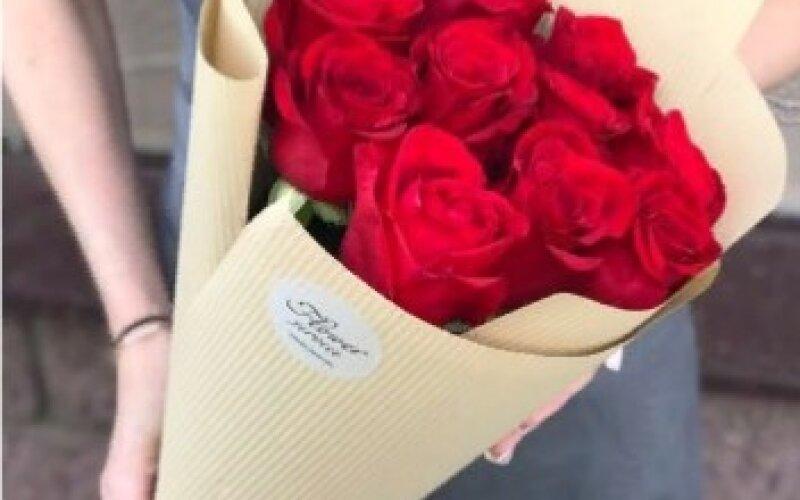 Букет 11 роз «Фридом»