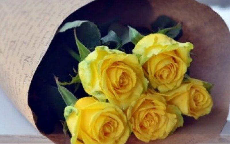 Букет из 5 роз «Солнце»