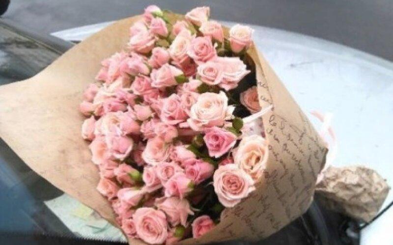 Букет «Конвертик» Из кустовых роз