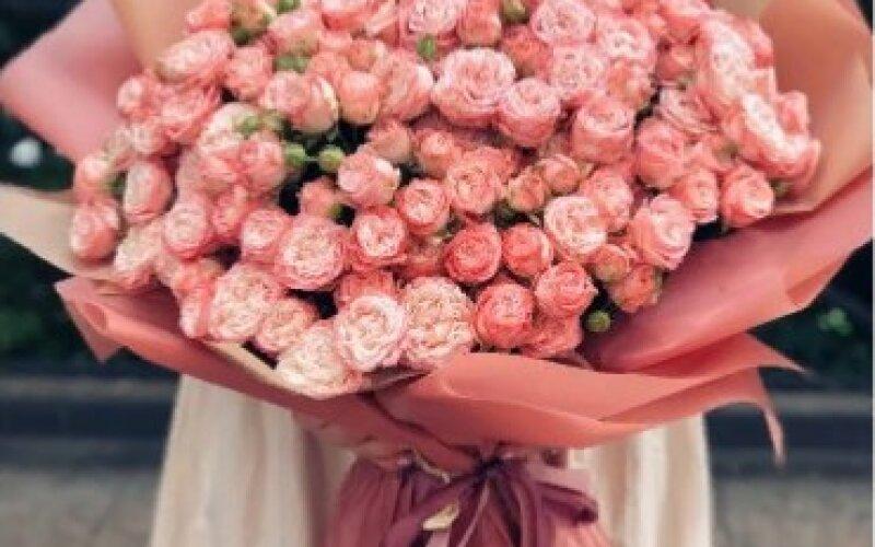 Букет «Коралл» из кустовых роз