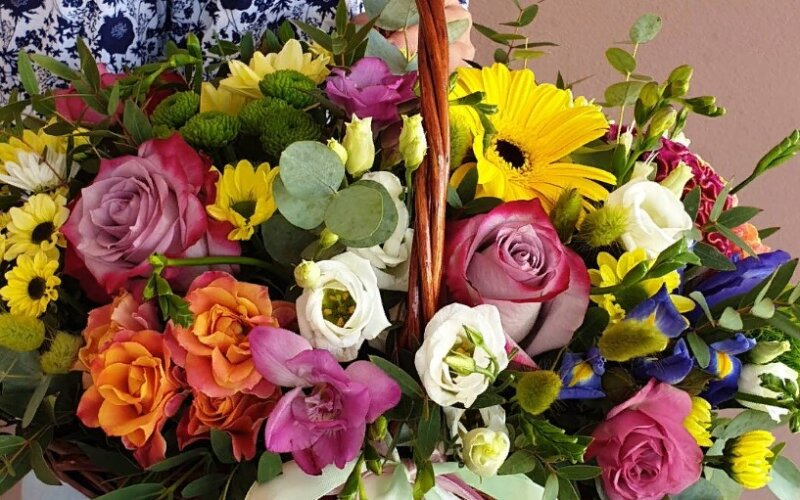 Корзина цветов «Яркого дня»
