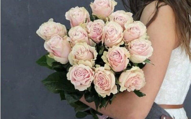 Букет 15 роз «Пинк Мондиаль»