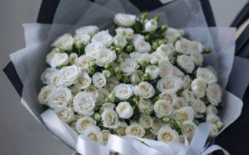 Букет LOVE White Из кустовых роз