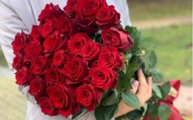 Букет 25 роз «Эксплорер»