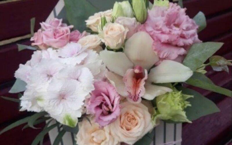 Конверт «Нежный» с кустовыми розами