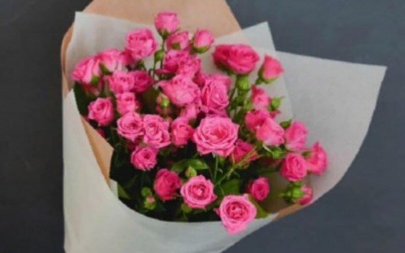 Букет из кустовых роз 7 веток