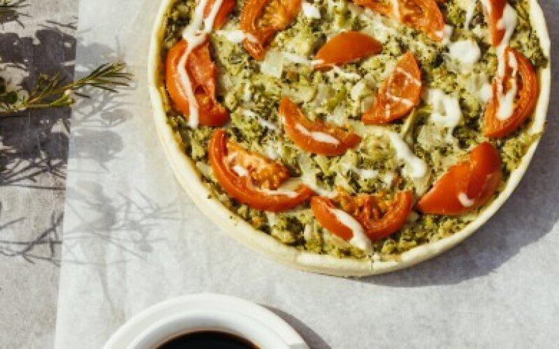 Французский киш с брокколи и помидорами