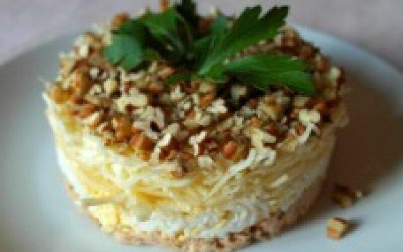 Салат «Мясной» с орехами