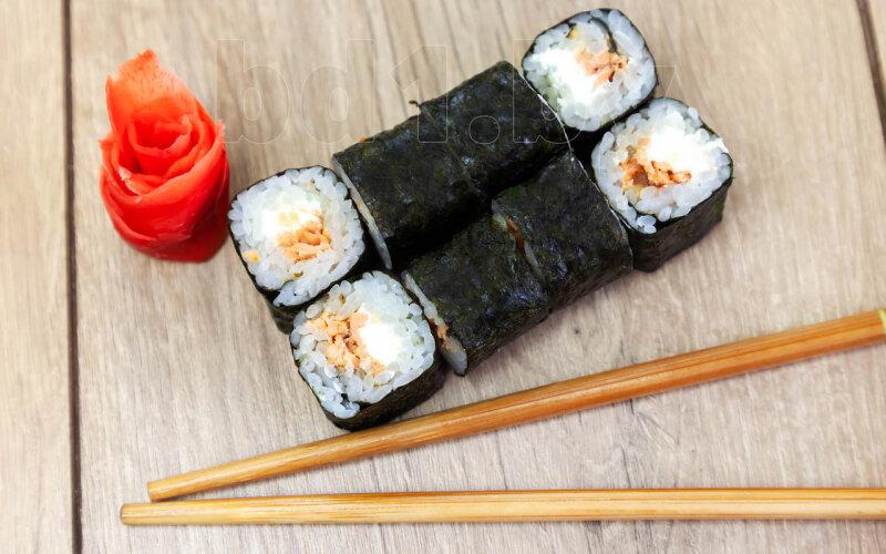 Ролл «Классика» с лососем терияки и сыром