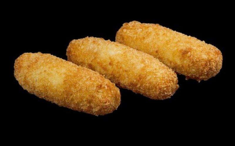 Сырные палочки в беконе