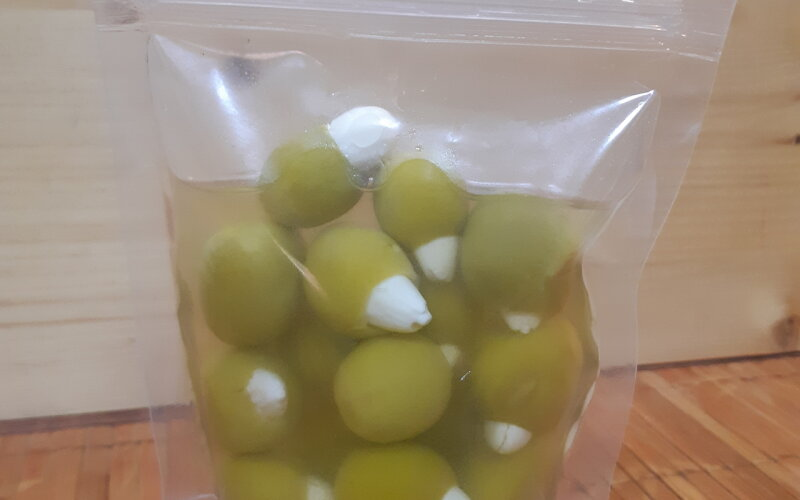 Оливки, фаршированные миндалем