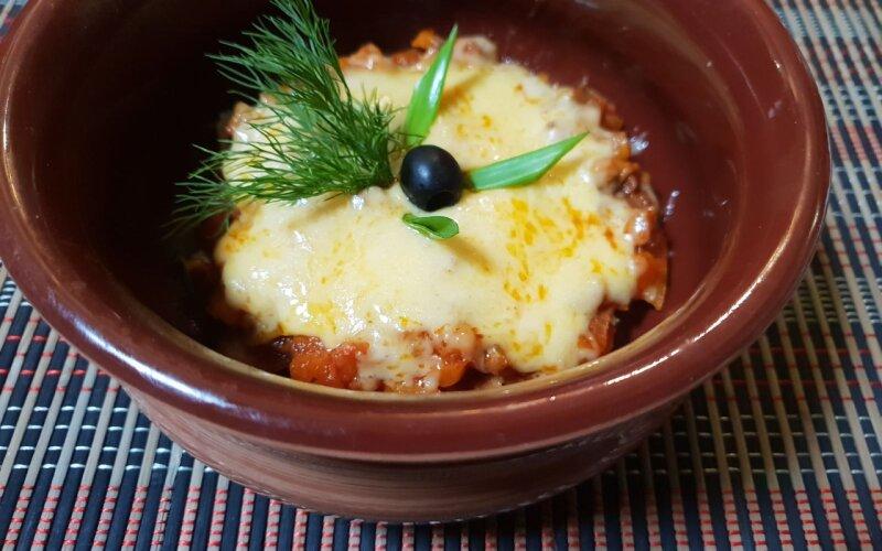 Блюдо «Соседская курочка» в глиняной сковородке
