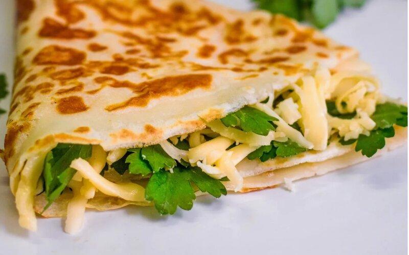 Блинчик с сыром и зеленью