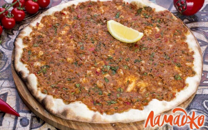 Ламаджо с говядиной и сыром