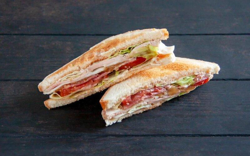 Сэндвич со свининой и соусом BBQ