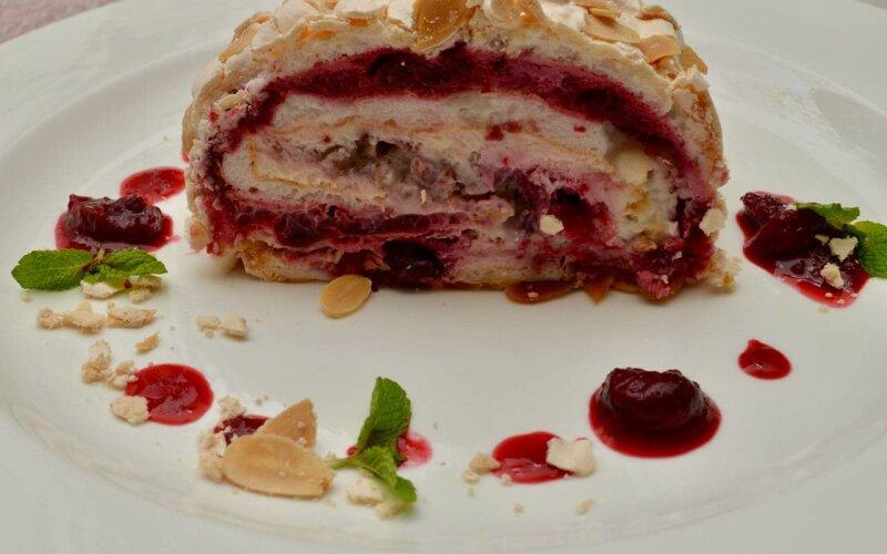Десерт «Меренговый рулет»