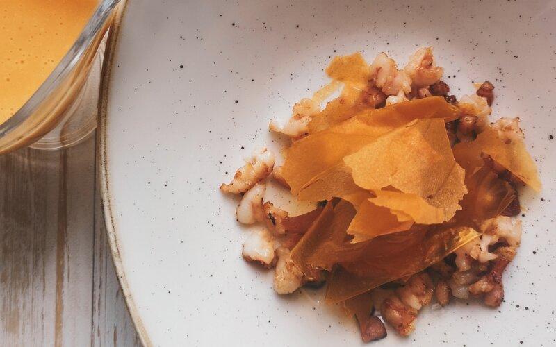 Суп из тыквы с креветками и беконом