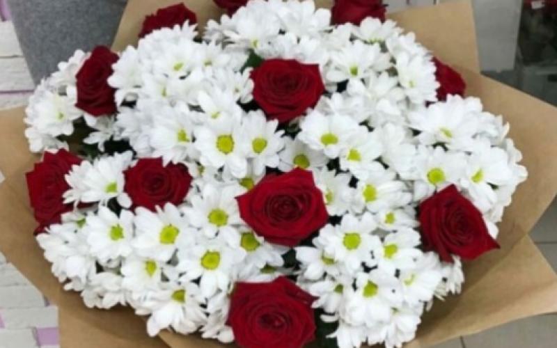 Большой Букет Ромашек С Красными Розами