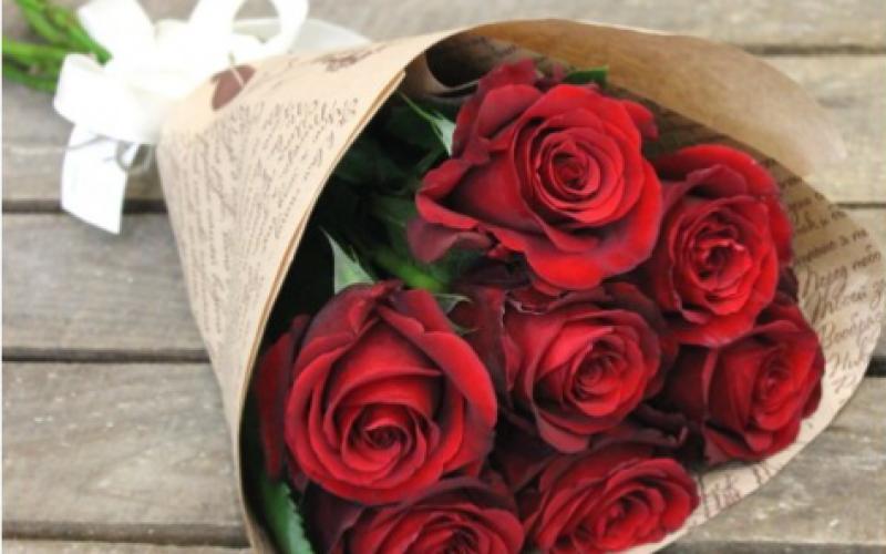 Букет Из 7 Роз «Ред Наоми»