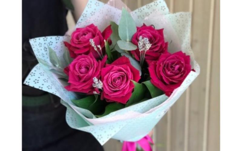 Букет Из 5 Роз «Пинк Флоид»