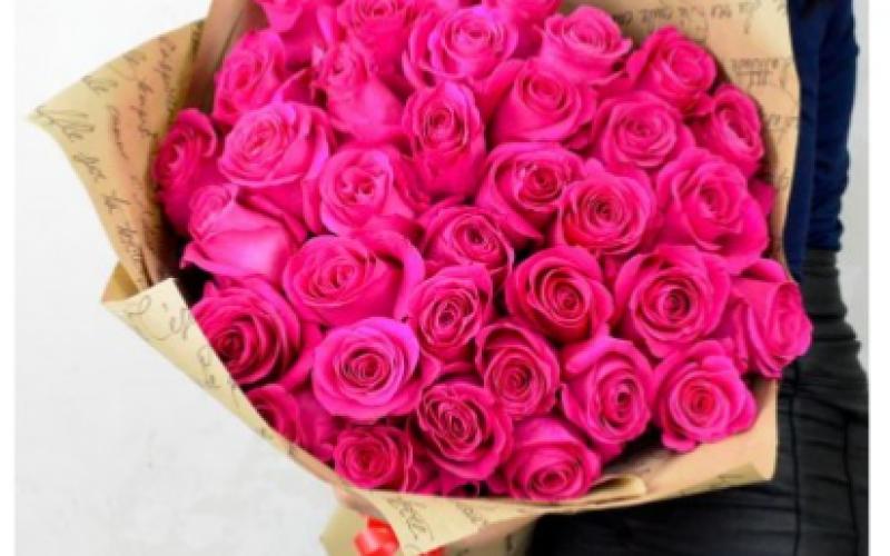 Яркий Букет Из 35 Крупных Роз