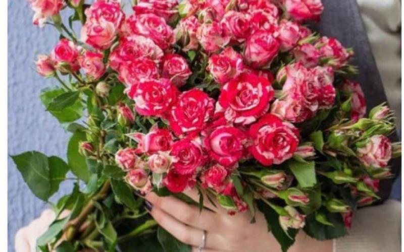 Букет Из Кустовых Роз «Два Цвета»