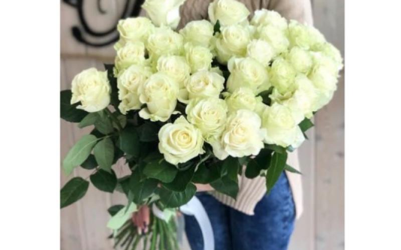 Букет 25 Крупных Роз «Мондиаль»