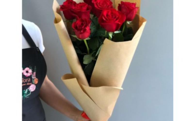 Букет Из 7 Красных Роз «Классика»