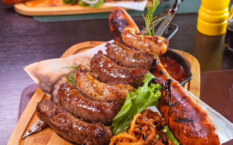 Баварский микс колбас «Из хоспера» с чили сальсой