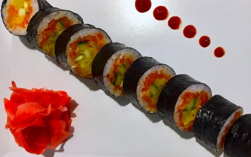 Ролл «Тартар из лосося с такуаном»
